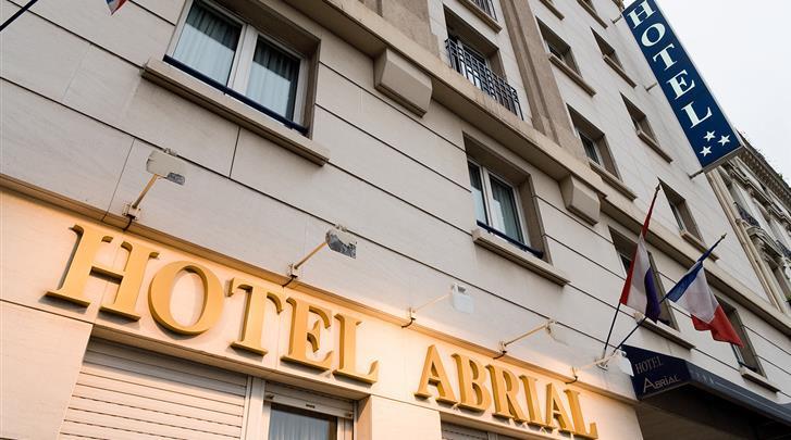 Parijs, Hotel Abrial, Facade