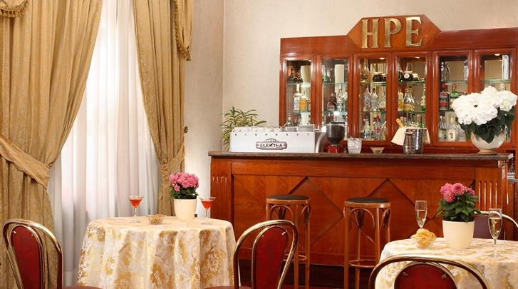 Rome, Hotel Pace Helvezia, Hotel bar