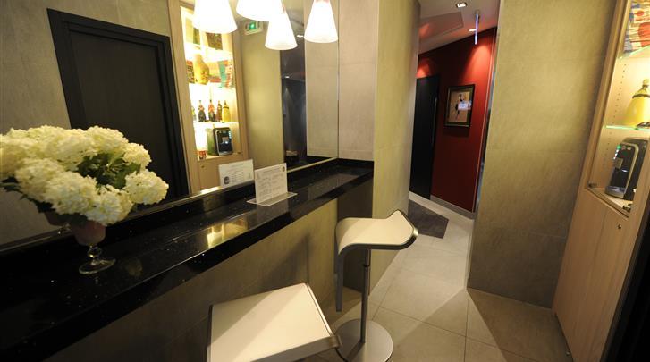 Parijs, Hotel Du Vieux Saule, Receptie
