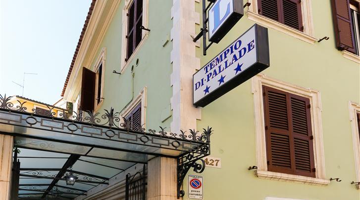 Rome, Hotel Tempio di Pallade, Façade hotel