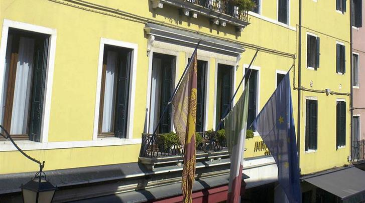 Venetië, Hotel Amadeus, Façade hotel