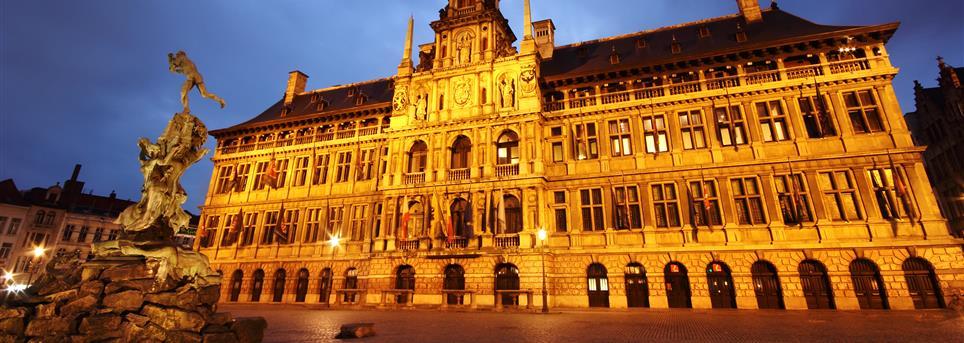Antwerpen, Antwerpen oude stad by night