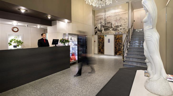 Antwerpen, Hotel Century, Receptie