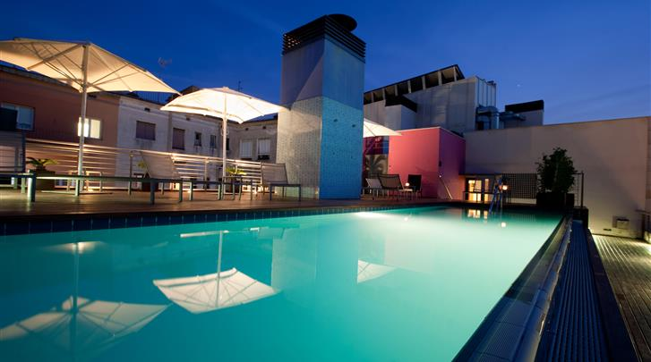 Barcelona, Hotel Barcelona Catedral, Dakterras met zwembad
