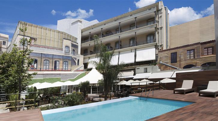 Barcelona, Hotel Catalonia Portal de l'Angel, Terras met zwembad