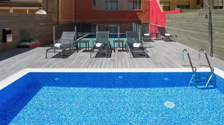 Barcelona, Hotel Catalonia Sagrada Familia, Terras met zwembad