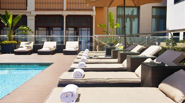Barcelona, Hotel Gran Via 678, Terras met zwembad