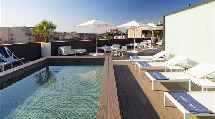 Barcelona, Hotel H10 Casanova, Terras met zwembad