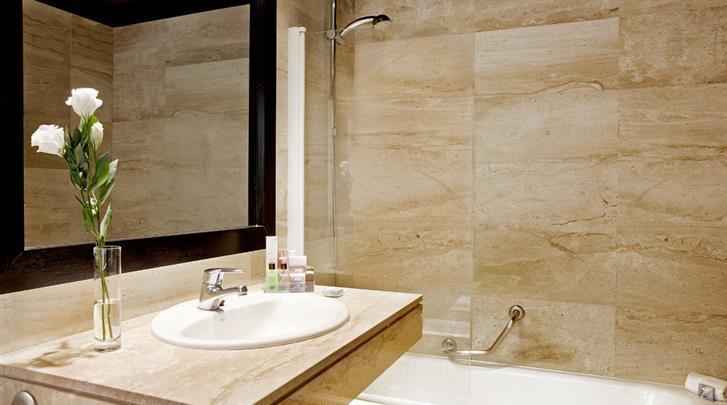 Barcelona, Hotel H10 Montcada, Badkamer