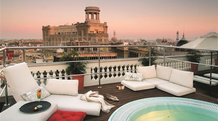 Barcelona, Hotel H10 Montcada, Terras met jacuzzi