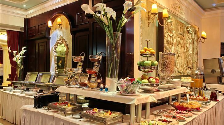 Belgrado, Hotel Queen's Astoria, Ontbijtbuffet