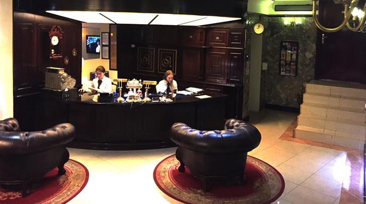 Belgrado, Hotel Queen's Astoria, Receptie