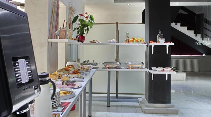 Belgrado, Hotel Side One Design, Ontbijtbuffet