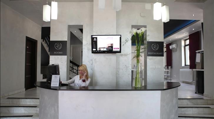 Belgrado, Hotel Side One Design, Receptie