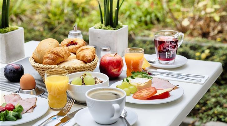 Berlijn, Hotel Select Berlin Gendarmenmarkt, Ontbijt op het zonneterras