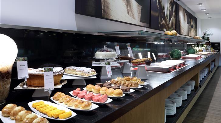 Bilbao, Hotel Barcelo Bilbao Nervion, Ontbijtbuffet