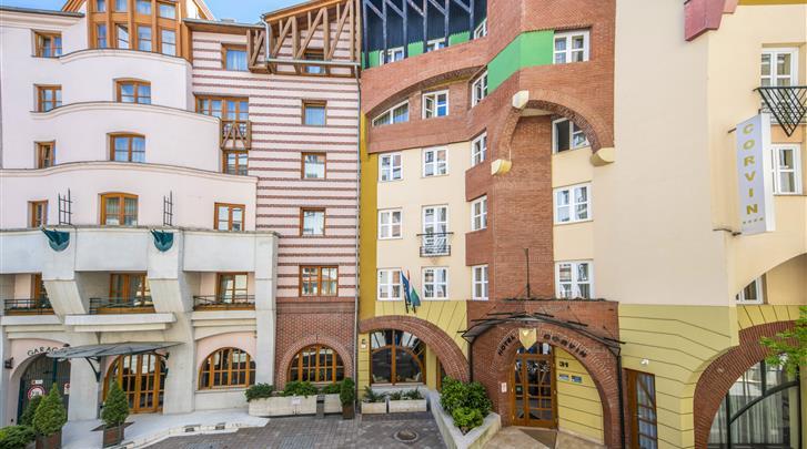 Boedapest, Hotel Corvin, Façade hotel