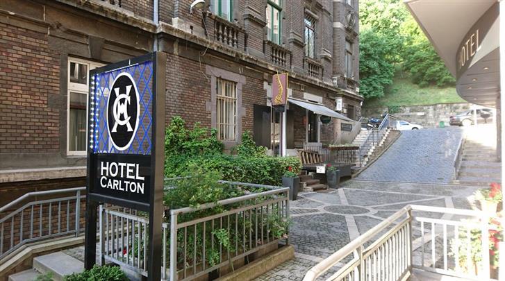 Boedapest, Hotel Exe Carlton (BUD), Façade hotel