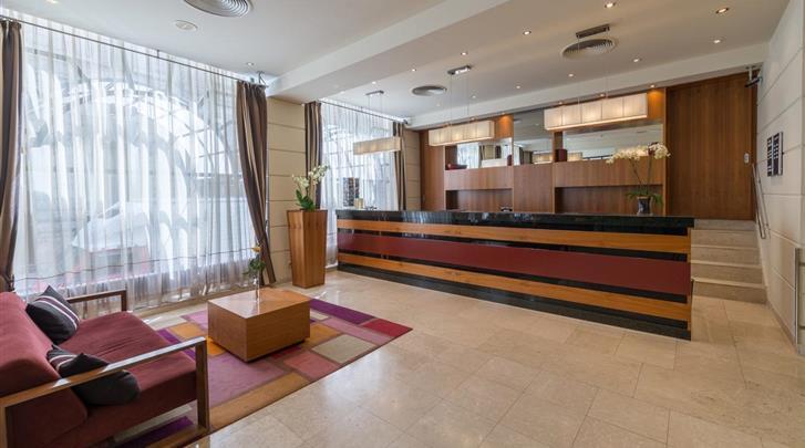 Boedapest, Hotel K K Opera, Receptie