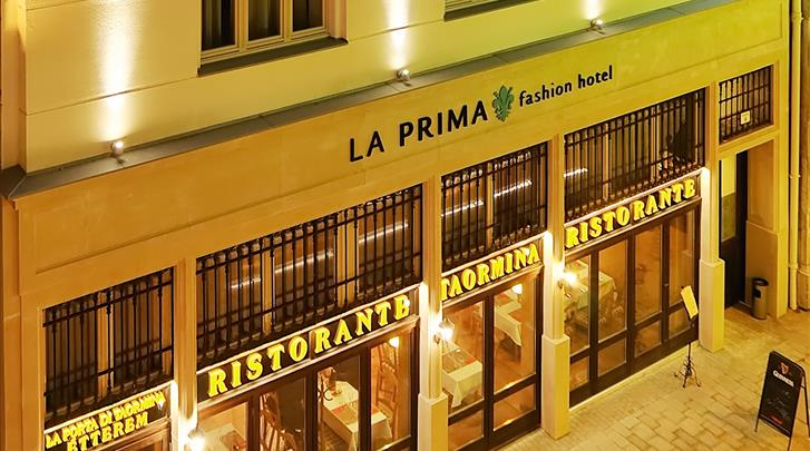 Boedapest, Hotel La Prima Fashion, Façade hotel
