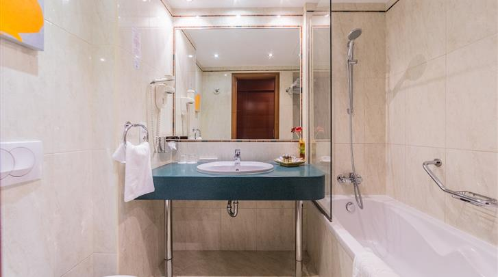 Boedapest, Hotel Lions Garden, Badkamer