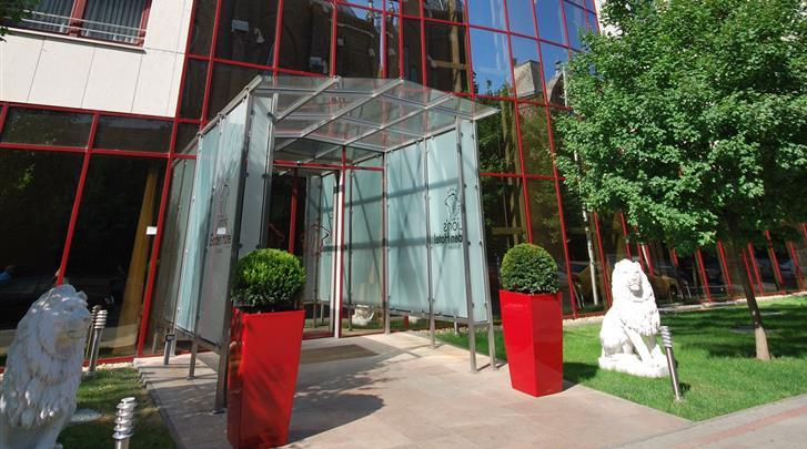 Boedapest, Hotel Lions Garden, Façade hotel