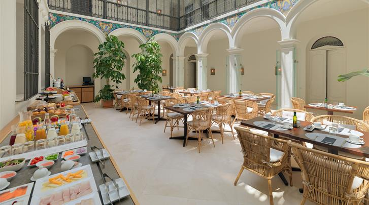 Córdoba, Hotel H10 Palacio Colomera, Ontbijtruimte