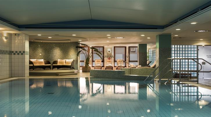 Dresden, Hotel Hilton Dresden, LivingWell Indoor Pool