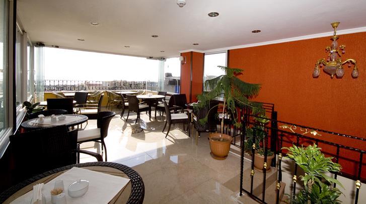 Istanbul, Hotel Amber, Dakterras met ontbijtruimte