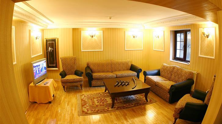 Istanbul, Hotel Amber, TV Lounge