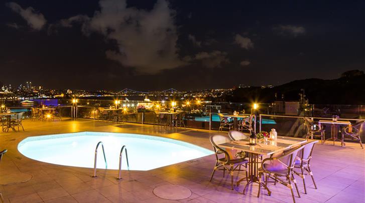 Istanbul, Hotel Orka Royal, Dakterras met zwembad