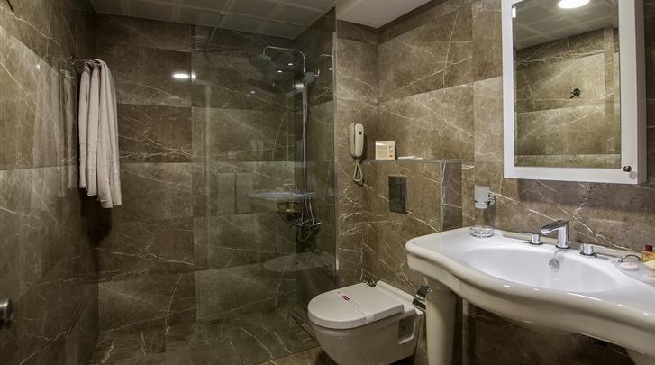 Istanbul, Hotel Yigitalp, Badkamer