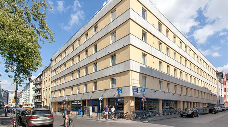 Keulen, Hotel A&O Köln Neumarkt, Façade hotel