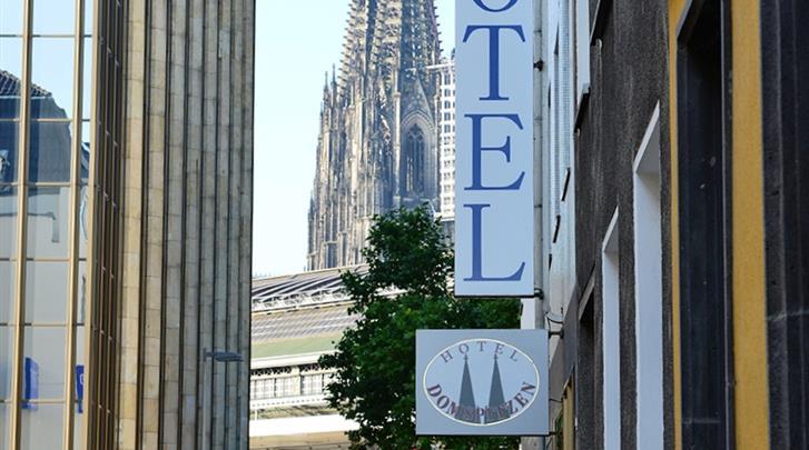 Keulen, Hotel Domspitzen & Domstern, Op steenworp afstand van het station en de Dom!