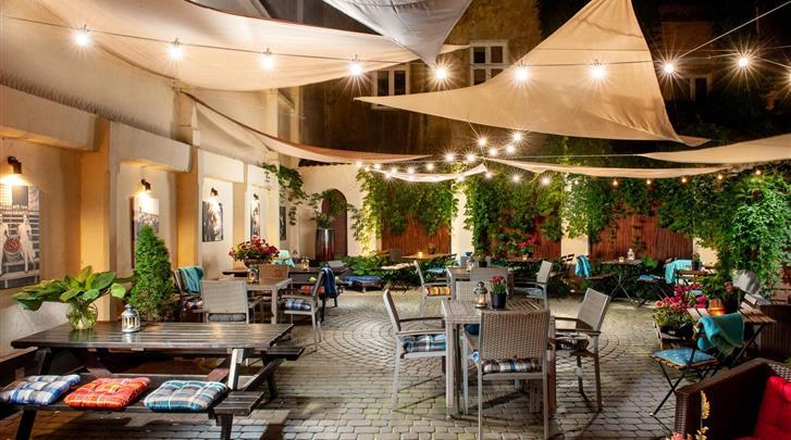 Krakau, Aparthotel Spatz, Restaurant 'Kazimir' - terras