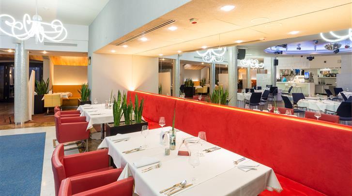 Krakau, Hotel Pension Blue Swan, Ontbijtrestaurant in hoofdgebouw (Hotel Niebieski)