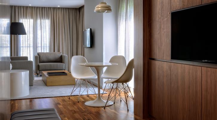 Lissabon, Aparthotel Altis Prime, 2 - kamerappartement Deluxe woonkamer