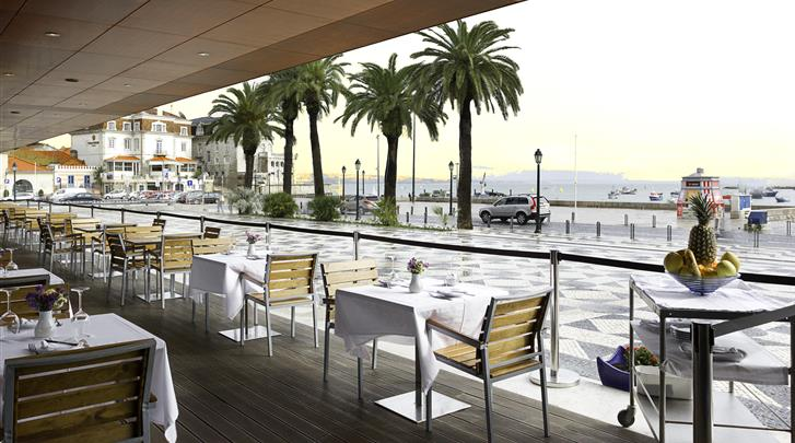 Lissabon, Cascais - Hotel Baia, Restaurant met terras