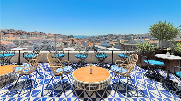 Lissabon, Hotel H10 Duque de Loulé, Dakterras met bar