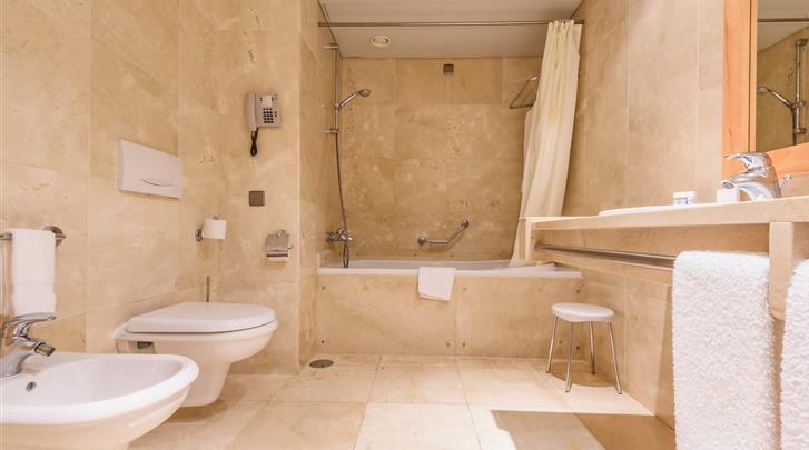 Lissabon, Hotel Real Palacio, Badkamer Suite
