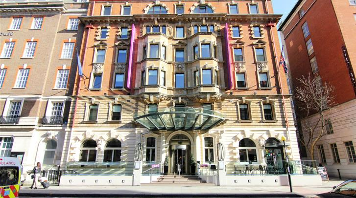 Londen, Hotel Ambassadors Bloomsbury, Façade hotel