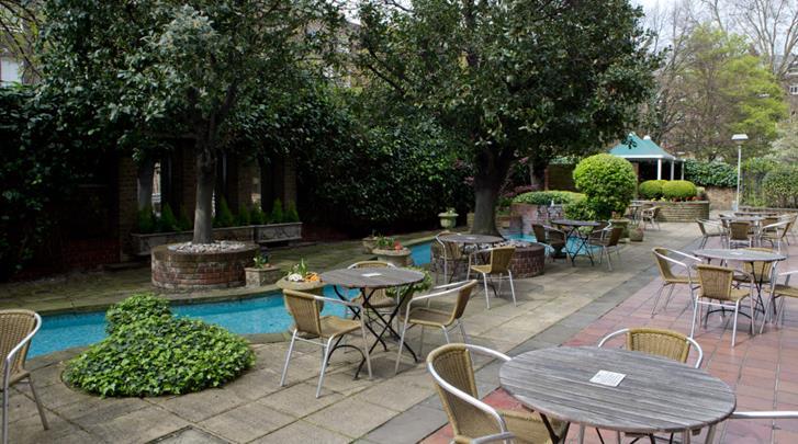 Londen, Hotel Bedford, Tuin met terras