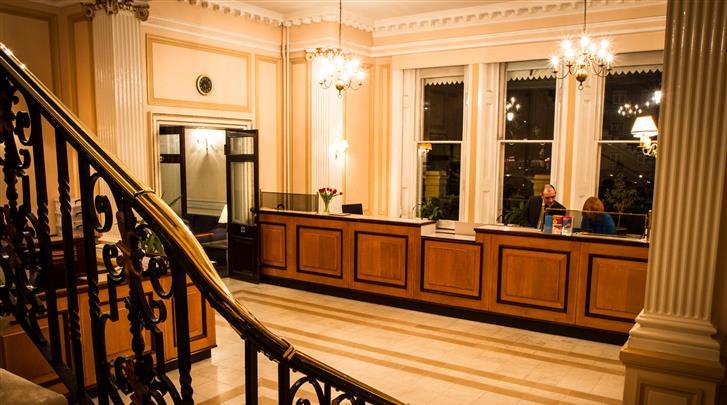 Londen, Hotel Columbia, Receptie