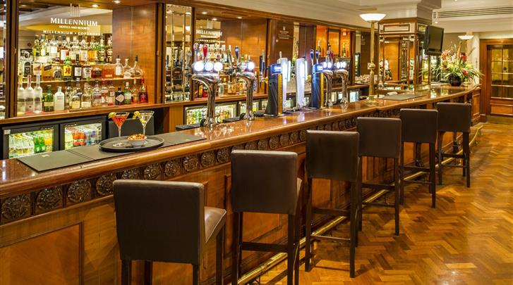 Londen, Hotel Copthorne Tara, Hotel bar