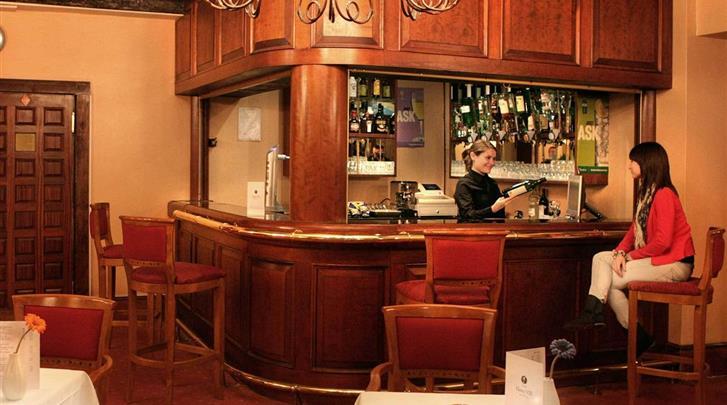 Londen, Hotel Henry VIII, Hotel bar