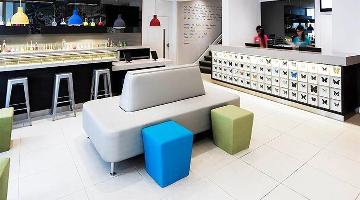 Londen, Hotel Ibis Styles London Kensington, Lobby