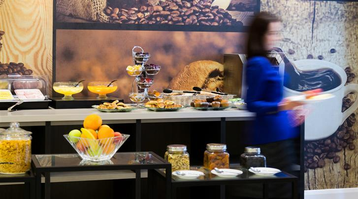 Londen, Hotel Ibis Styles London Kensington, Ontbijtruimte