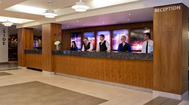 Londen, Hotel Royal National, Receptie