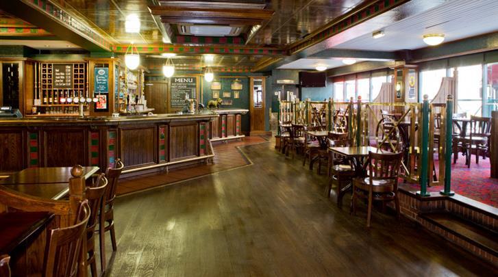 Londen, Hotel Royal National, Traditionele pub