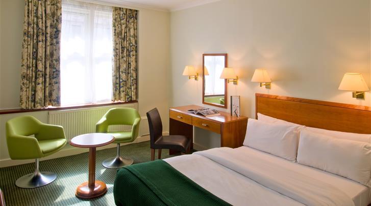 Londen, Hotel Strand Palace